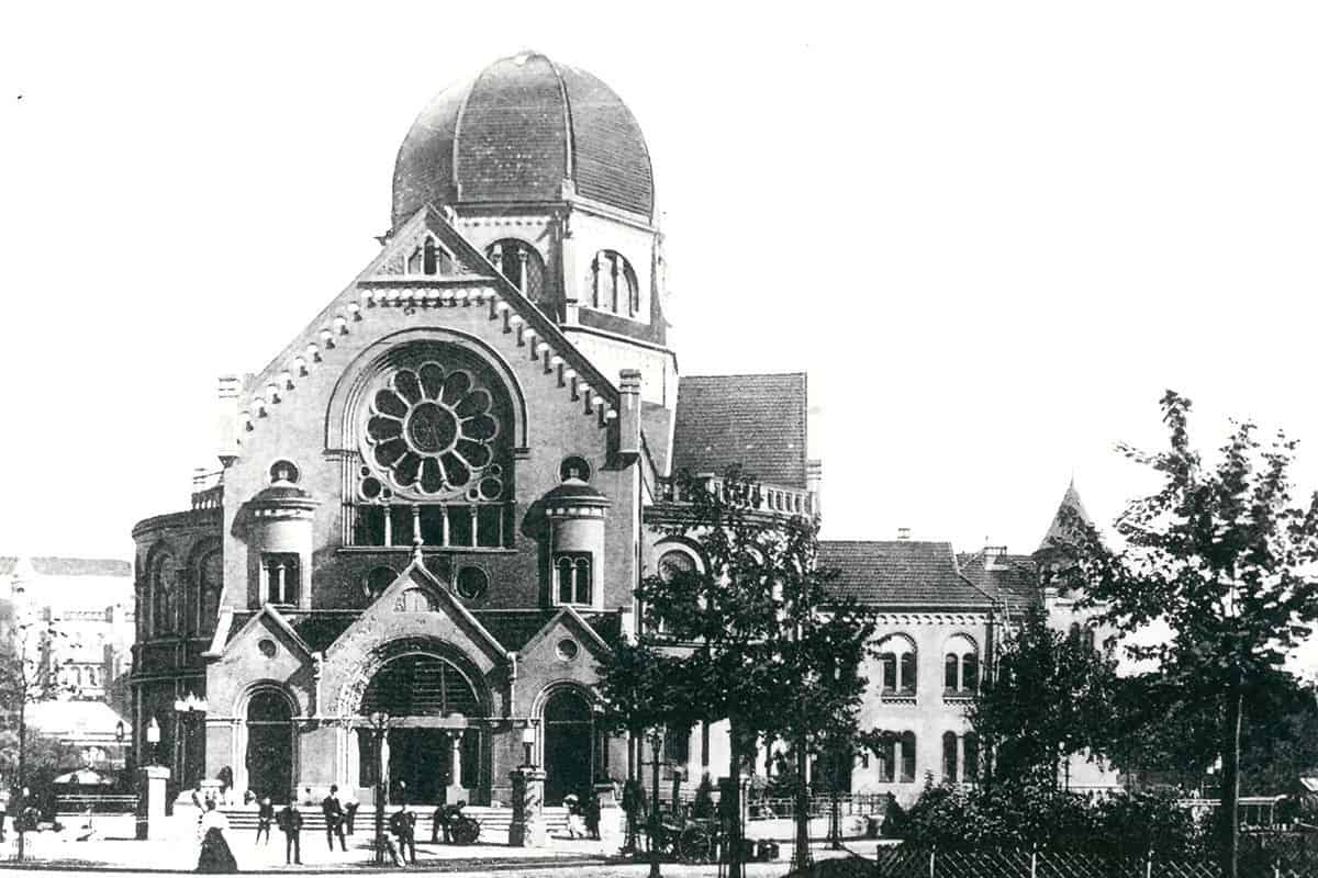 The Bonn Platz synagogue in Hamburg in 1906. This synagogue was set on fire during Kristallnacht and demolished shortly after.