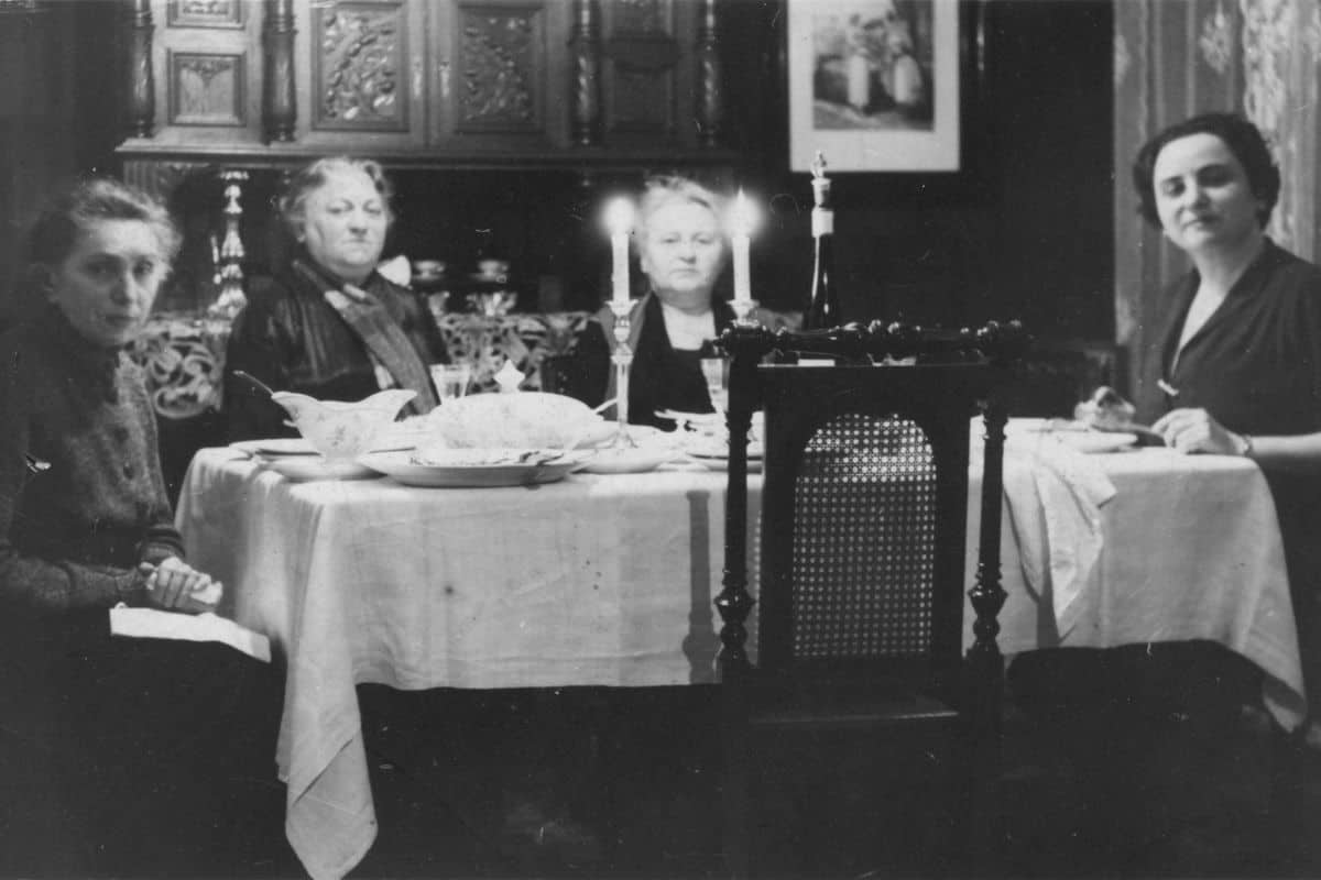 The Neumann family celebrating Shabbat in the 1930s.