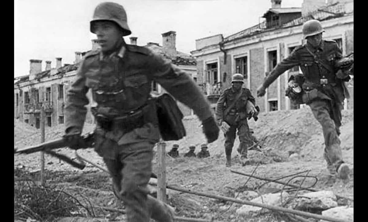 Stalingrad was one of the largest and most brutal battles of the Second World War. Here, German troops run through a trench in the north of Stalingrad during battle.