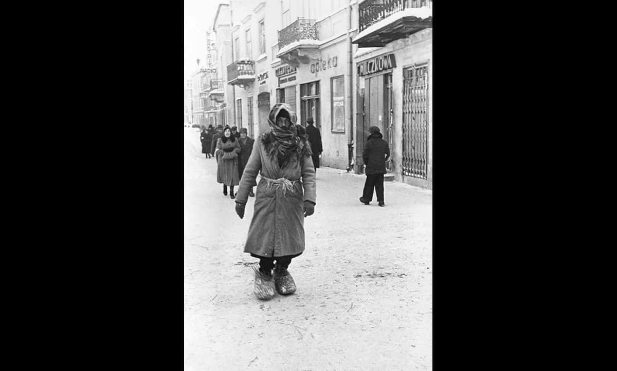 This photograph was taken in the Lublin Ghetto. Restrictions imposed on where Jews could live and work meant that life soon became difficult for many, with basic provisions such as clothing and shoes to keep warm in the harsh winter months becoming hard to come by.