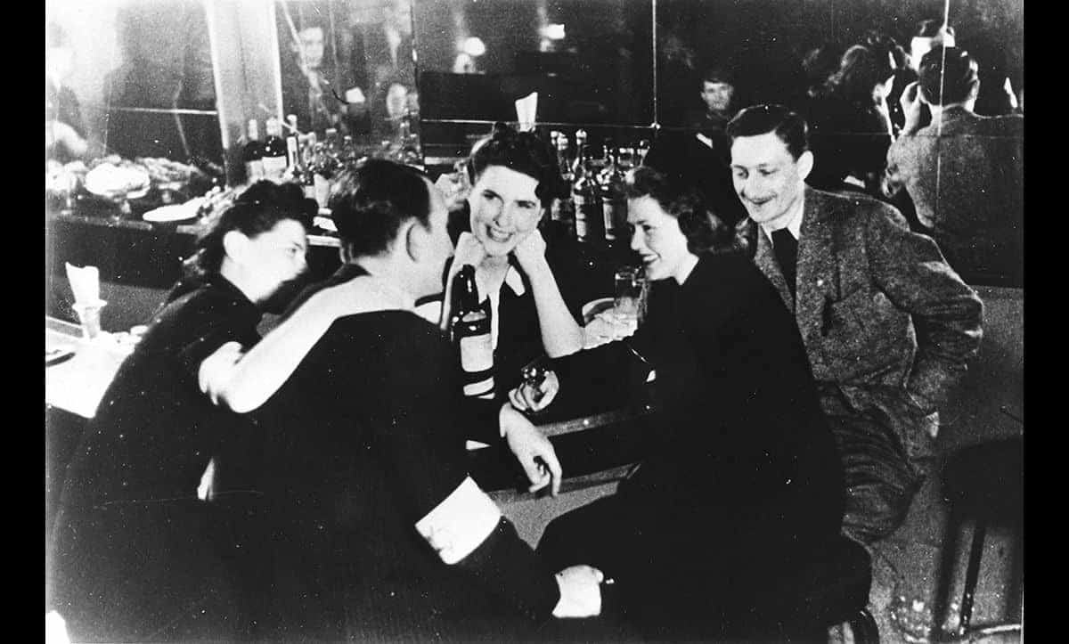 The Warsaw Ghetto had several bars where inhabitants could, if they had spare time and money, go to momentarily escape their circumstances. This picture was taken in a bar in 1940. 