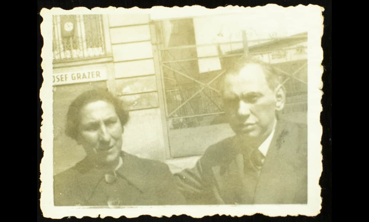 Emil Leon Pilpel (right) (23 January 1889-26 May 1942) was a Jewish accountant born in Lvov. Before the war, he lived in Vienna with his wife, Serla (left), and two daughters, Fanni and Charlotte.