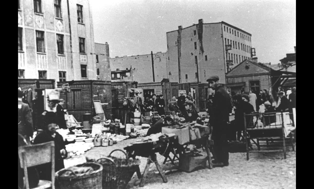 A market inside the Łódź Ghetto.