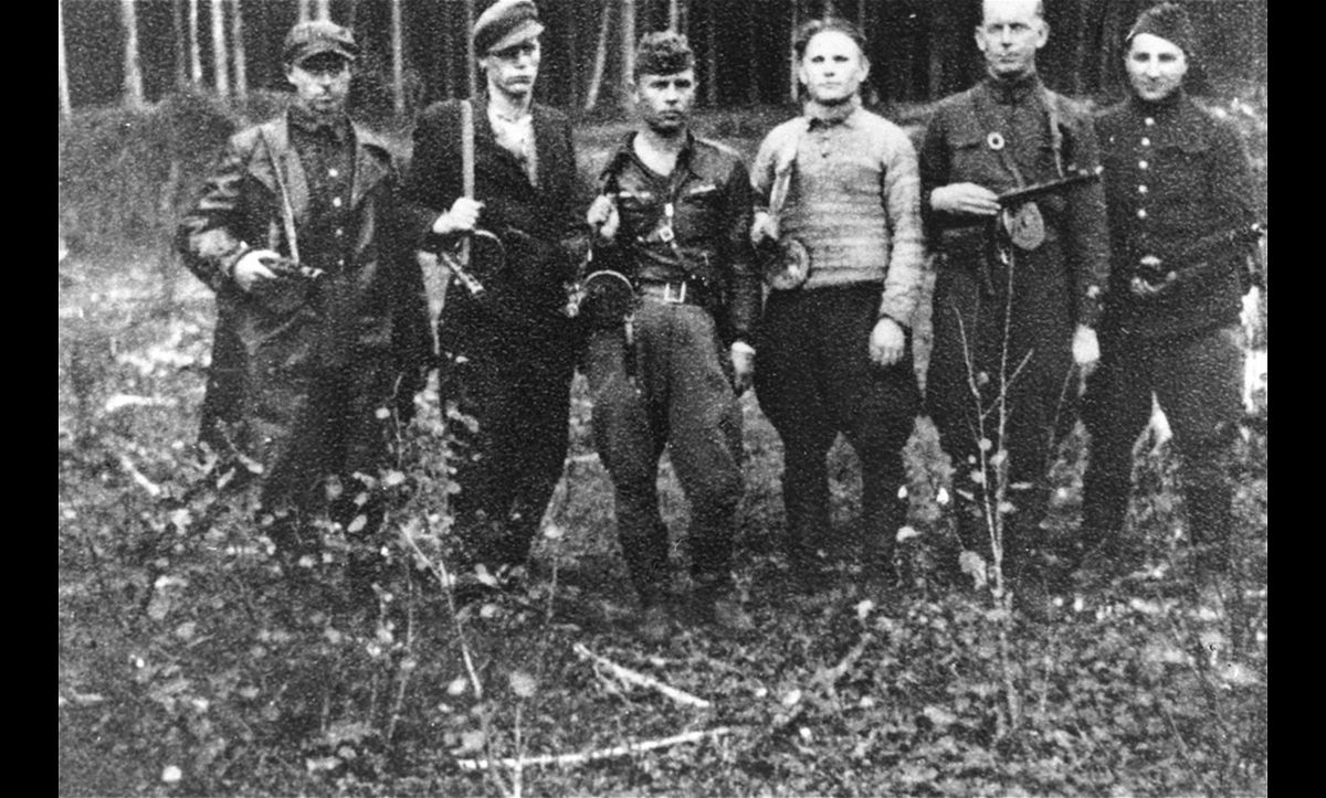 Some Jews decided to form partisan groups hiding in forests to resist persecution by the Nazis. This group, including Max (Motl) Wischkin (far right), and Moshe Abramovytz (centre left), were Jewish partisans based in the Rudninkai forest.