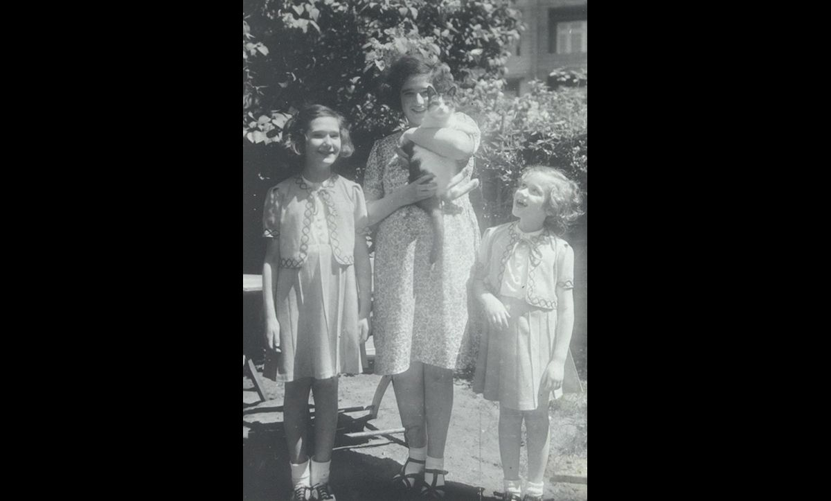 Alfred Wiener had three daughters, Mirjam (right), Eva (left), and Ruth (middle). In 1943, the three girls were imprisoned with their mother in Westerbork. They were then deported to Bergen-Belsen in 1944. They were released on a rare prisoner exchange scheme in 1945.