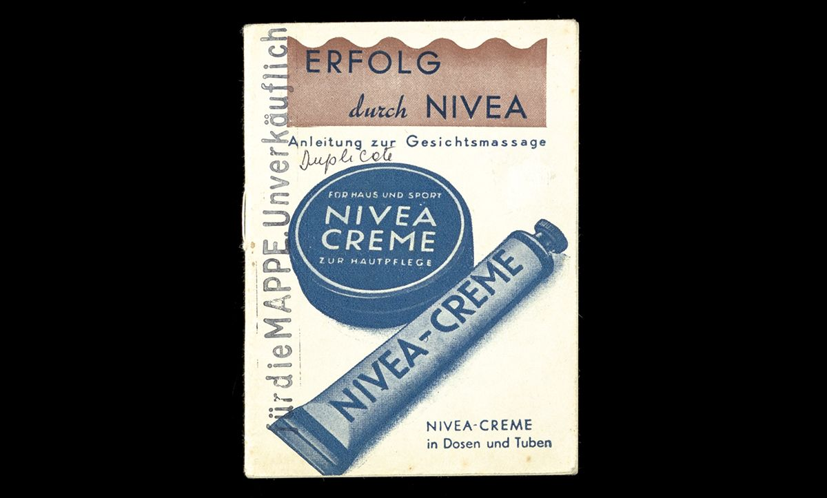 To escape detection, Tarnschriften had to be cleverly hidden – often in household items that were not suspicious. Published in 1935, this pamphlet advertising Nivea cream actually contains communist writings advocating anti-fascism and the success of the anti-fascist front in France.