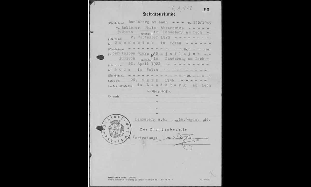 As survivors rebuilt their lives, many began families and got married. This is the marriage certificate of Chaim Abramowicz and Riwka Rajnflajaz, two Polish Jews who got married in Landsberg on 16 August 1946.