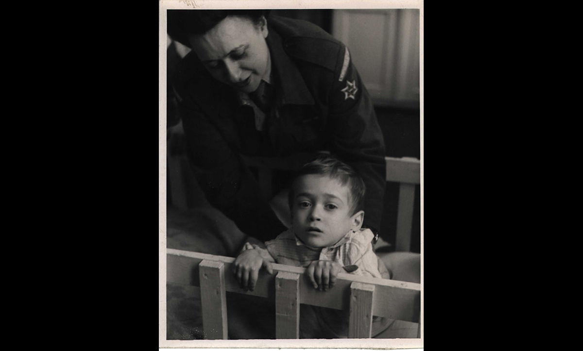 Amongst many other services, the JRU provided vital medical assistance to those in DP camps. Here, Pearl Rosenblum, a JRU worker and welfare officer, is pictured at the Glyn Hughes Hospital, Bergen-Hohne camp, with Jonas Kwyat, a child survivor suffering from Tuberculosis, in 1947.