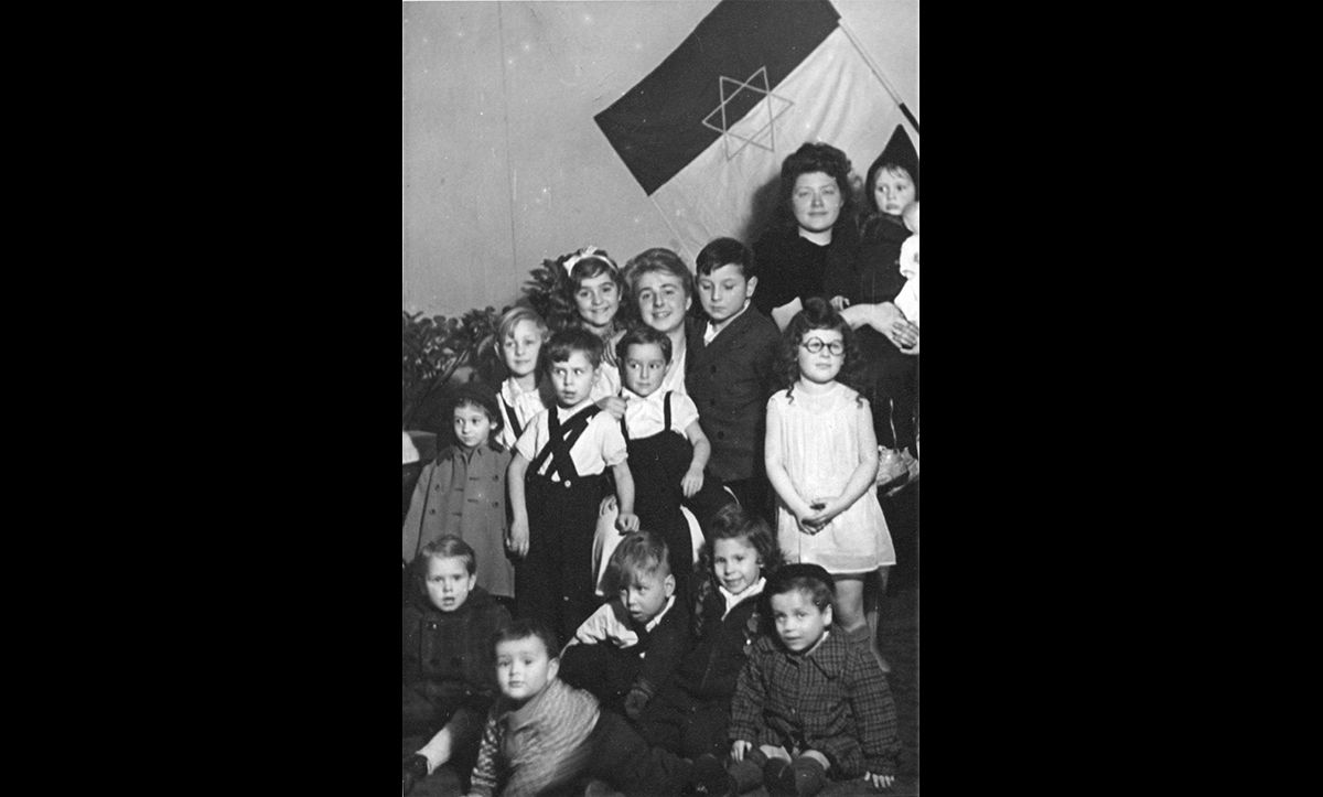 Children at the Jewish kindergarten in Joachimsthaler Straße in Berlin celebrating Chanukah with JRU staff on 7 December 1947.