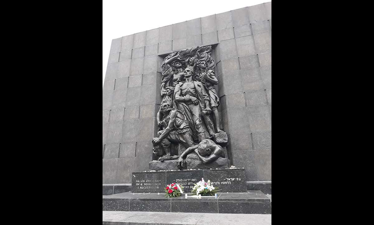 The Warsaw Ghetto Heroes monument was unveiled in 1948 in front of 20,000 spectators.