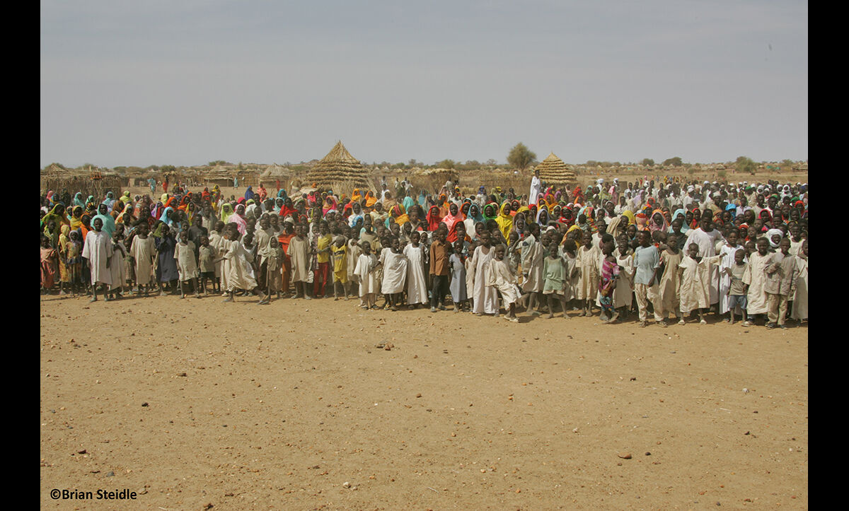 Refugees from Darfur in Menawashi on 20 January 2005.
